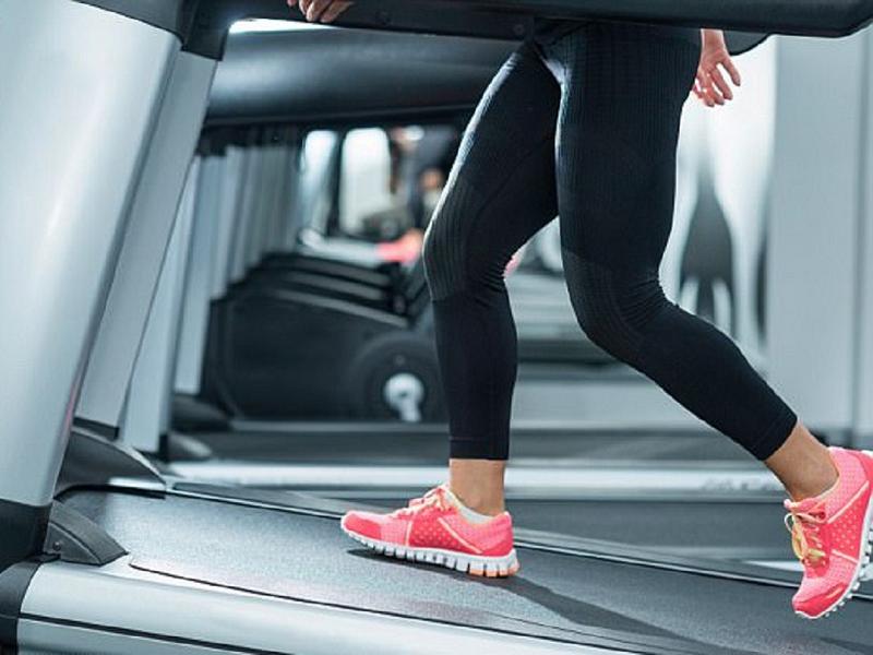 Chủ phòng gym nên chọn loại máy chạy bộ nào tốt?